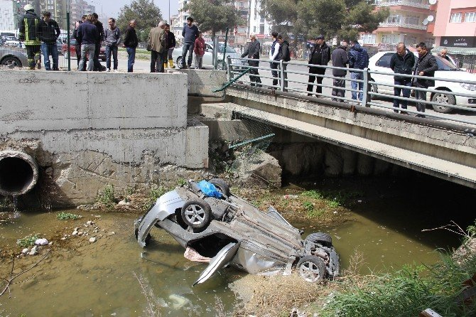 Üniversite Öğrencileri Otomobil İle Dereye Uçtu: 3 Yaralı