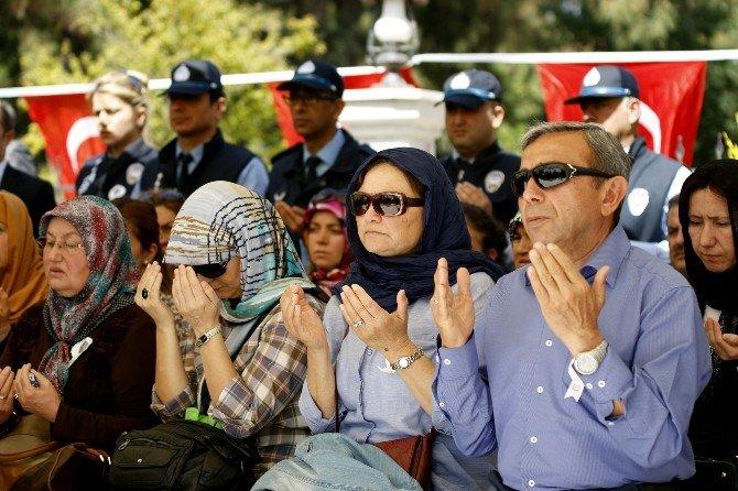 Antalya Şehitliğinde Gözyaşları Sel Oldu