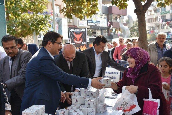 Başkan Çelik Vatandaşlara Kandil Simidi İkram Etti