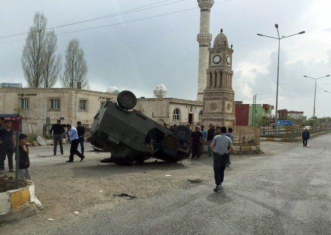 İdil'de Trafik Kazası: 3'ü Asker, 4 Yaralı