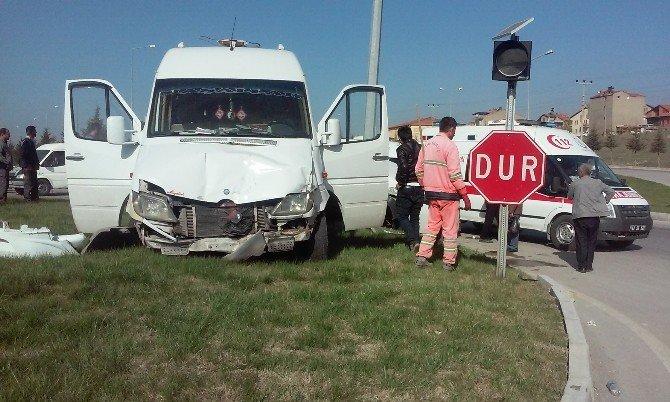 Tavşanlı'da Trafik Kazası: 1 Ölü, 2 Yaralı