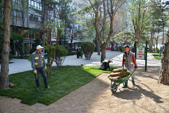 Tepebaşı'nda Parklar Yenileniyor