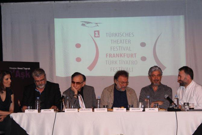 Türk tiyatrosu Almanya'da 'perde' diyecek