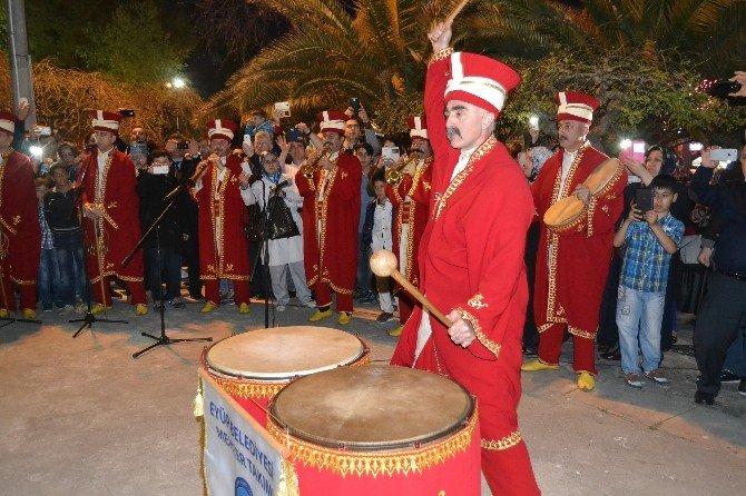 Eyüp Sultan'da Regaip Kandili Coşkusu