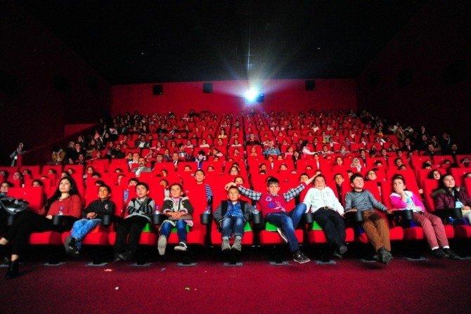 300 Öğrenci İlk Defa Sinemayla Tanıştı