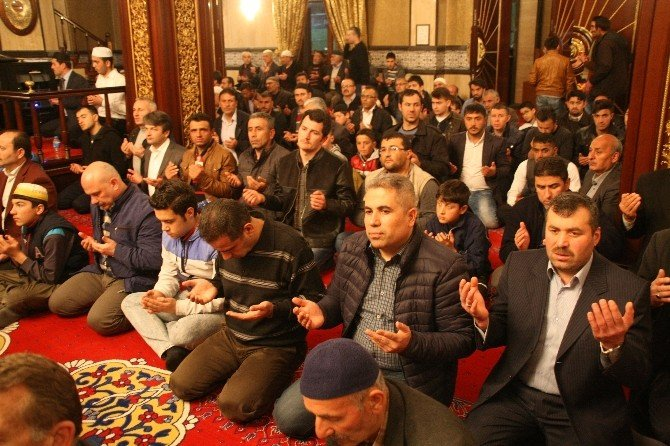 Yozgat'ta Regaip Kandili'nde Camiler Doldu