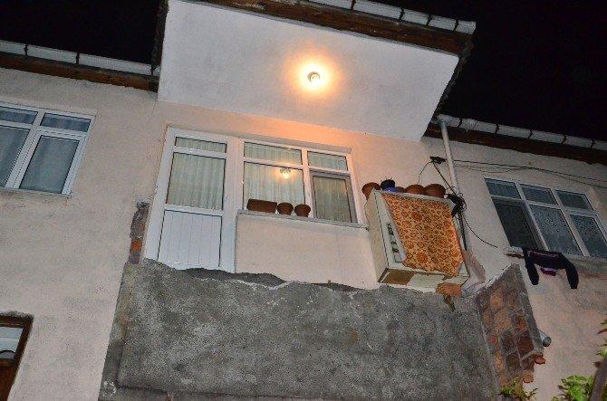 Sigara İçmek İçin Çıktıkları Balkon Çöktü