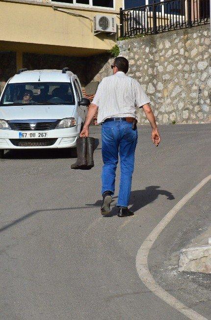 Madende Ölen İşçiden Geriye Çizmeleri Kaldı
