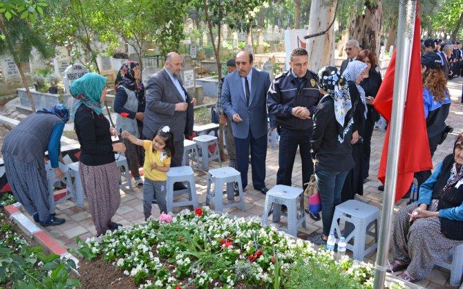 Şehit polislerin kabri başında mevlit okutuldu