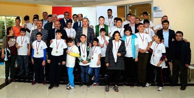 Otizmli Çocuklar Bowling Turnuvası'nda Yeteneklerini Sergiledi