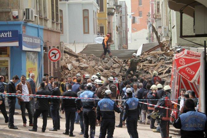 Beş katlı boş bina çöktü