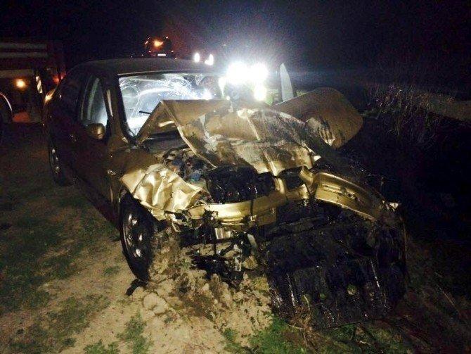 Otomobil İle Hafif Ticari Araç Çarpıştı: İki Yaralı
