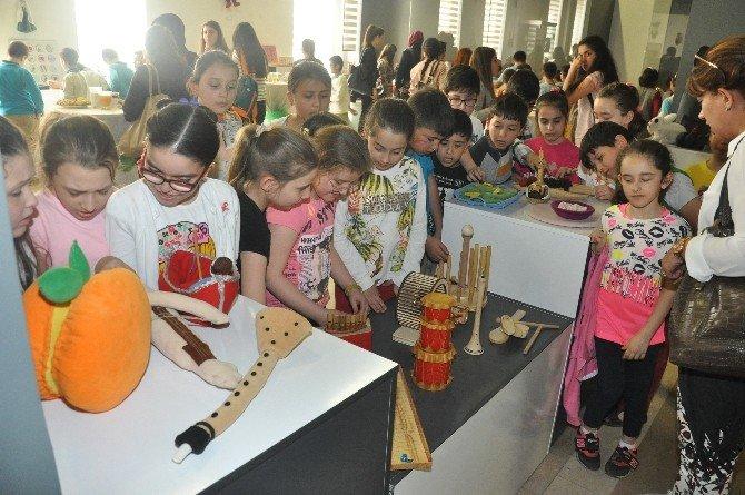 Çocuklar Sanal Dünyadan Çıkıp Geleneksel Oyuncaklarla Tanıştı