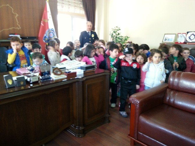Yozgat Çözüm Koleji Öğrencileri Emniyeti Ziyaret Etti