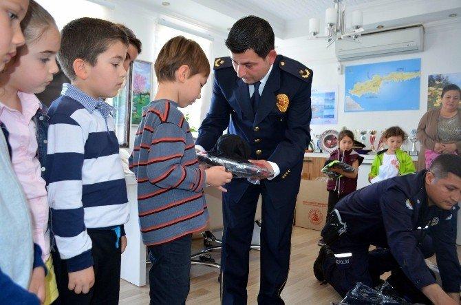 Datça Polisi Minikleri Sevindirdi