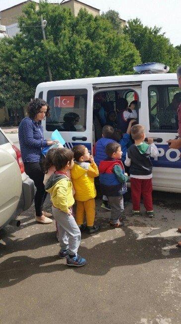 Miniklerden Polis Amca Ve Teyzelere Ziyaret