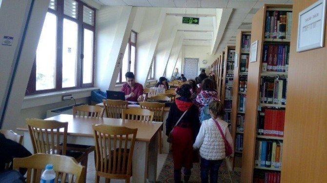 Kitap Kurdu Projesinde Dereceye Giren Öğrenciler Ödüllendirildi