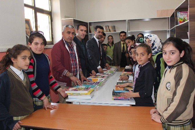 Türkiye Gaziler Vakfı Muş Şubesi'nden Kitap Yardımı