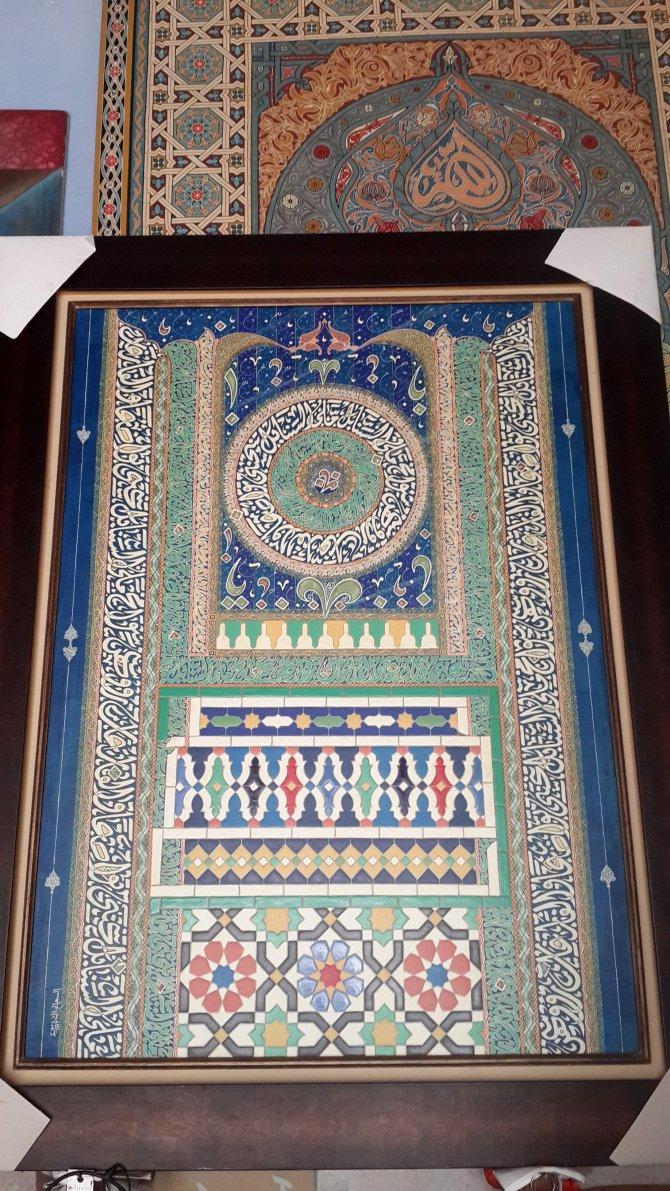 Faslı ressam-hattat Reghai, tablolarında Osmanlı hat sanatını kullanıyor