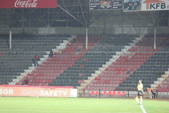 Gaziantepspor - Sivasspor Maçında Tribünler Boş Kaldı