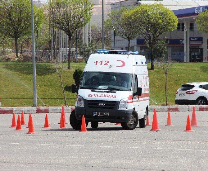 Ambulans Şoförleri Zor Koşullarda Zamanla Yarıştı