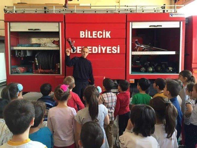 Minik Öğrenciler İtfaiye Müdürlüğünü Gezerek Bilgi Aldı