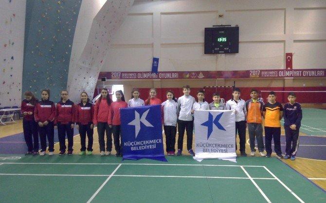 Küçükçekmeceli Öğrencilerden Badminton'da Büyük Başarı