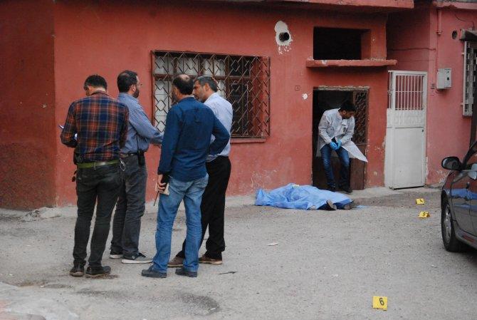 Tarsus'ta önce kız arkadaşını vurdu, sonra kendi canına kıydı