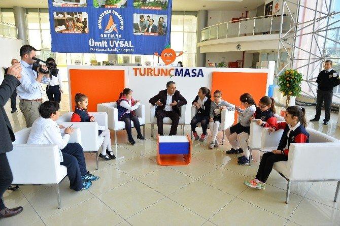 Başkan Uysal, Turunç Masa'da Öğrencileri Ağırladı