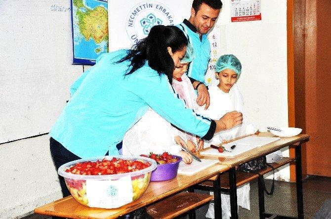 NEÜ Öğrencilerinden Minik Öğrencilere Sağlıklı Beslenme Ve Hijyen Eğitimi