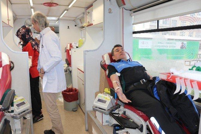Polisler Kan Bağışladı