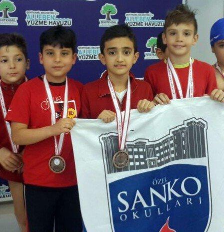 Özel Sanko Okulları Minik Kız Yüzme Takımı İl Birincisi Oldu