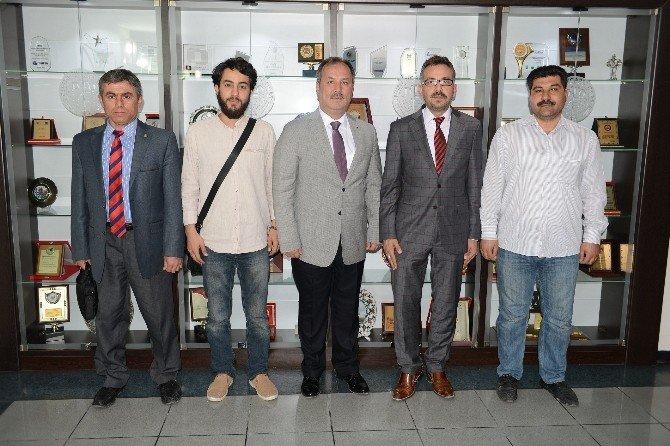 Pamukkale Uluslar Arası Öğrenci Derneği'nden Başkan Özer'e Ziyaret