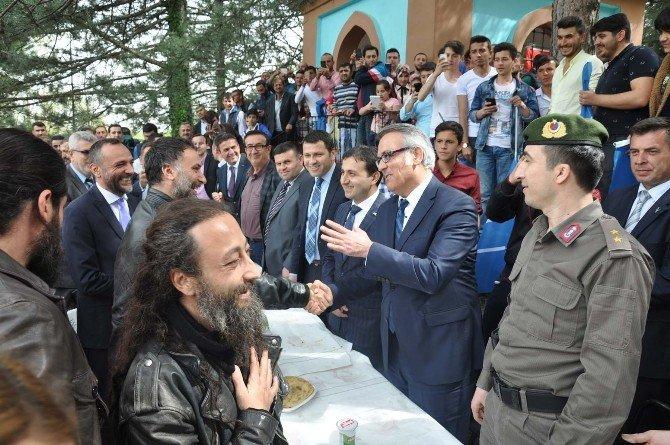 Diriliş Ertuğrul Oyuncuları Turgut Alp'in Kabrini Ziyaret Etti