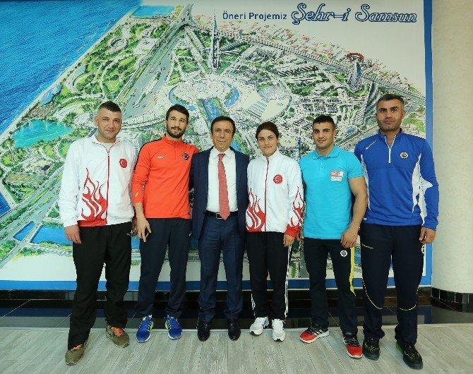 Şampiyonlardan Genç'e Ziyaret