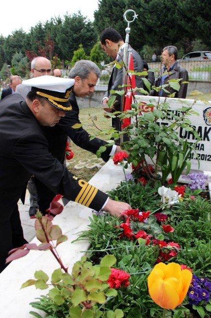 Şehit Polisler Mezarları Başında Dualar Ve Göz Yaşlarıyla Anıldı