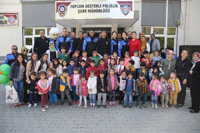 Miniklerden Toplum Destekli Polislere Ziyaret