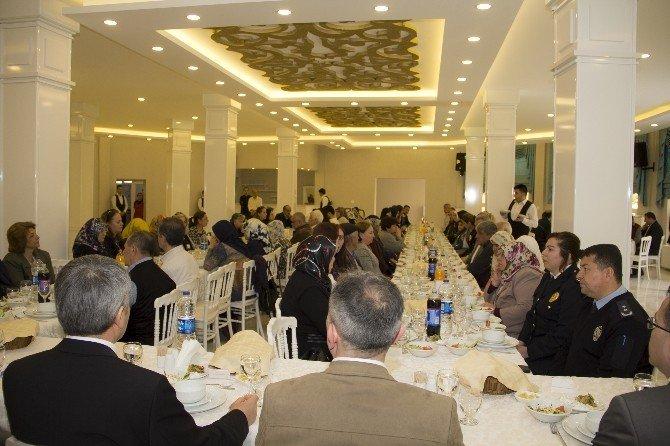 Polis, Şehit Aileleri Ve Gazileri Unutmadı