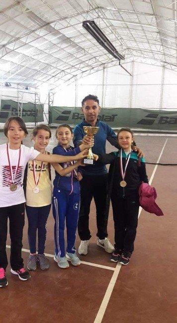Ümit Yaşar Oğuzcan Orta Okulu Teniste Kupaları Topladı