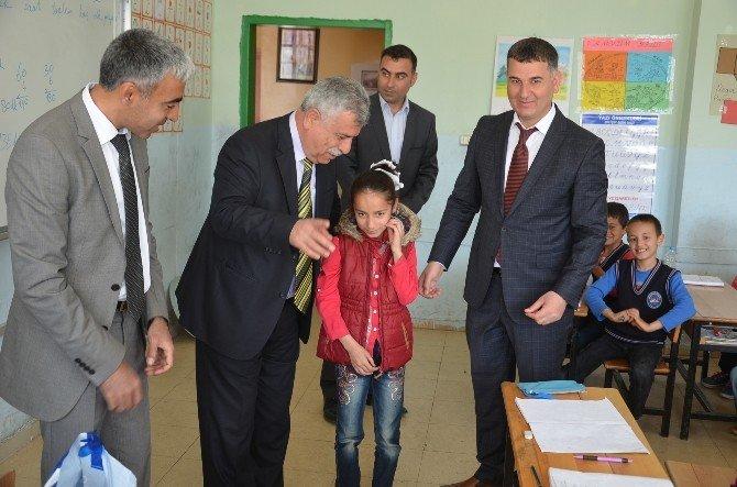 Viranşehir De Öğrencilere Kıyafet Yardımı