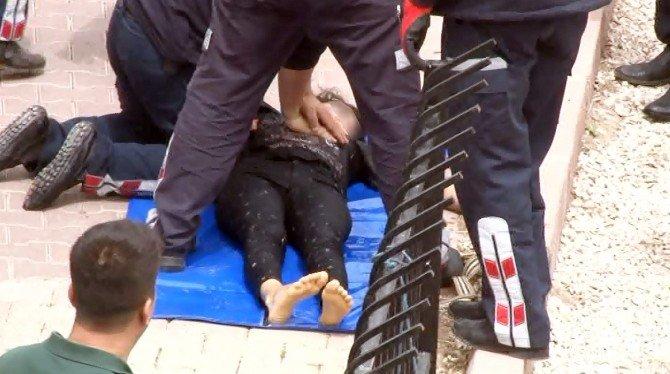 45 Dakika Su Altında Kalan Genç Kız Hayata Döndürüldü