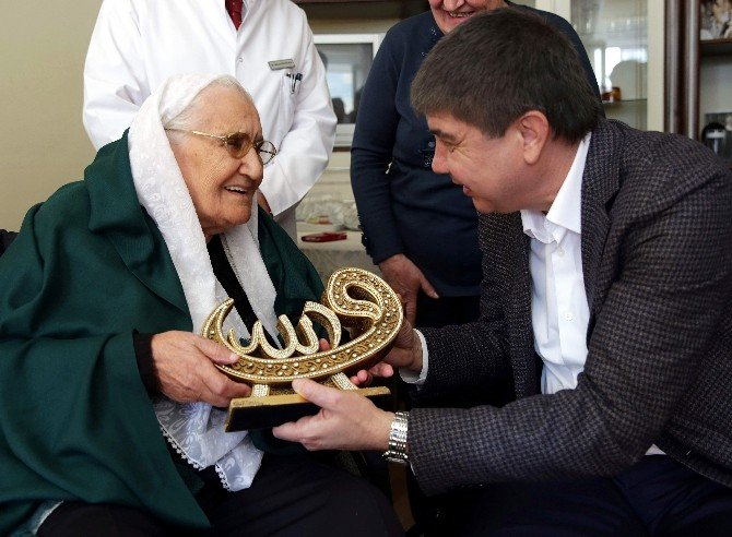 Emine Nine 100 Yaşında İlk Kez Doğum Günü Kutladı