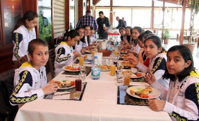 İlişi Konak Otel'den Ortaokulun Yıldızlarına Kahvaltı Jesti