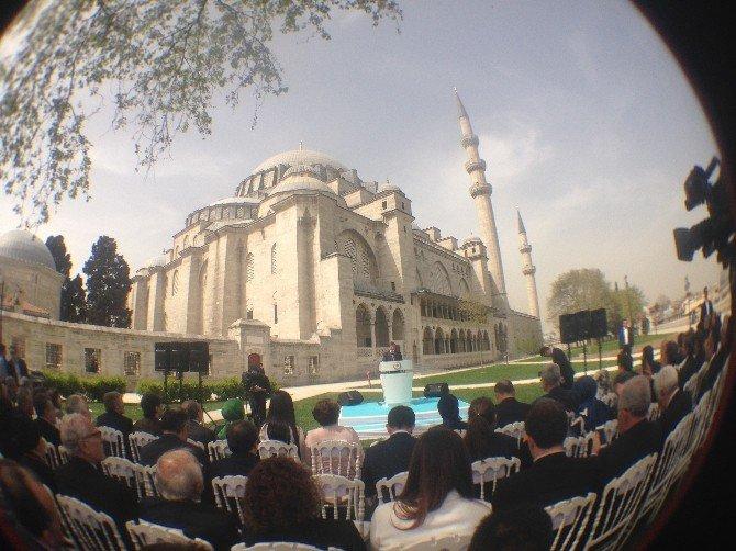 """Başbakan Davutoğlu: """"Bir Tarafta Süleymaniye, Diğer Tarafta Da Gök Kafes Adı Verilen Ucube"""""""