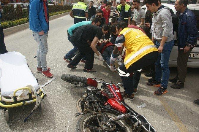 Bozüyük'te Motosiklet Yayaya Çarptı: 1'i Ağır 3 Yaralı