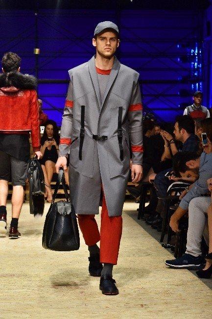 Moda Yarışmasının Finali'nde Birinci Orkun Sevim Oldu
