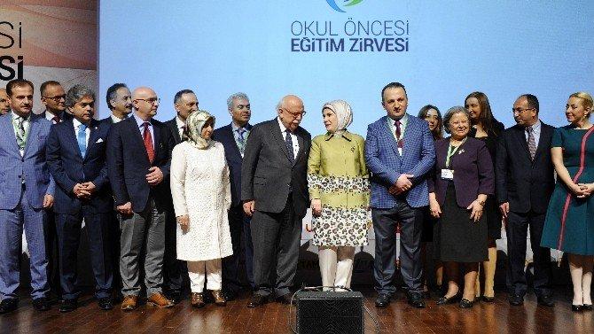 """Emine Erdoğan: """"Öğretmenlik Bir Memuriyet Değil, Bir Gönül İşçiliğidir"""""""