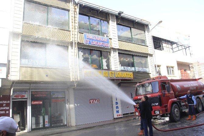 Belediye Esnafların Camlarını Yıkadı
