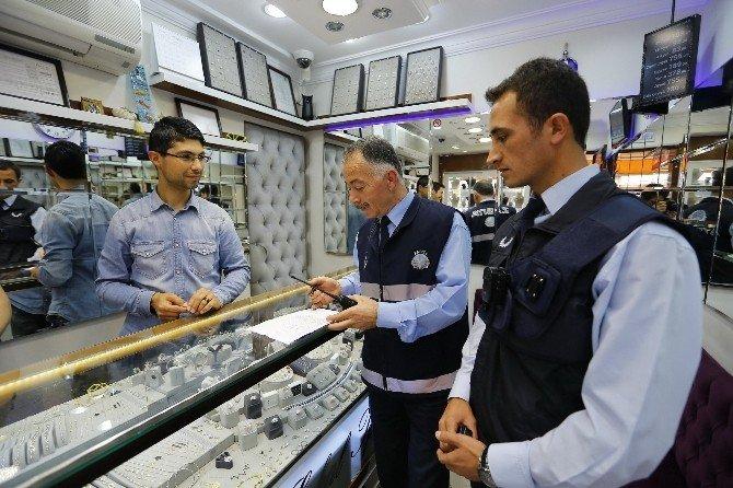 Konak'ta Zabıtalardan Yaka Kameraları Denetim