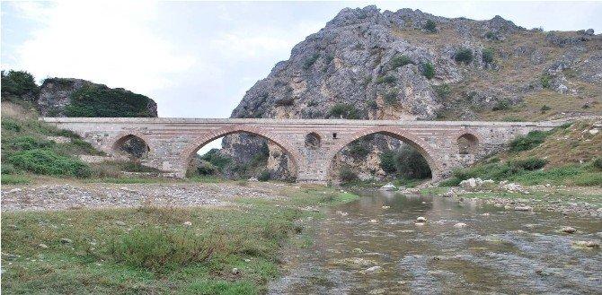 Tarihi Kurt Köprü'nün Onarımına Başlanıyor